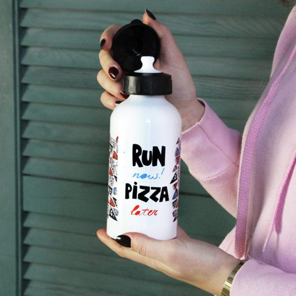 Бутылка «RUN NOW PIZZA LATER» Морда Довольна